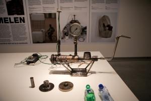 Trabalho de Klas Kuiken exposto no MOTI de Breda na mostra My Waste is Your Waste